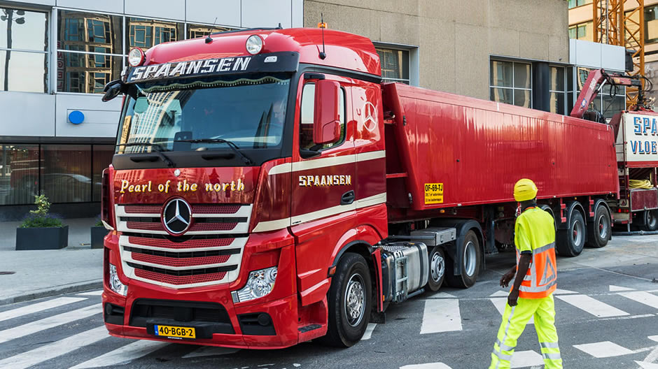 wout-cooper-welcomes-its-return-from-mercedes-benz-940-02.jpg